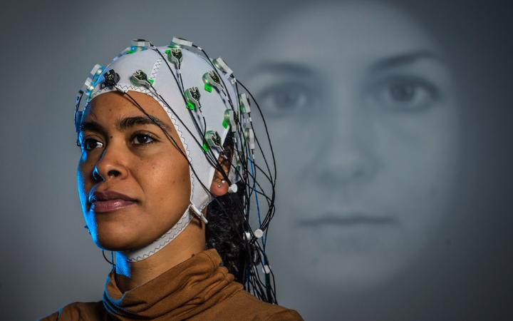 How do we perceive virtual characters? EEG measurements make brain activities visible and may answer questions like that. (Photo: University of Stuttgart / SFB-TRR 161)