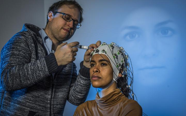 User Studies with EEG (Photo: University of Stuttgart / VIS / SFB-TRR 161)